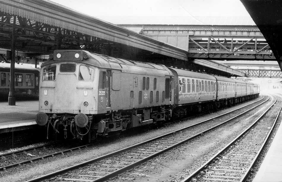 On September 15th 25225 worked the 18.00 Barnstaple - Exeter St Davids,  having to later return to the branch to assist ailing 25207 on the 17.15  freight to ...